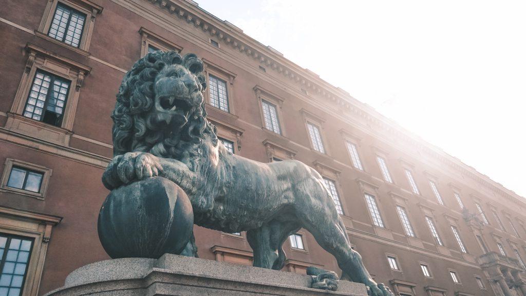 Leeuw ingang koninklijk paleis Stockholm