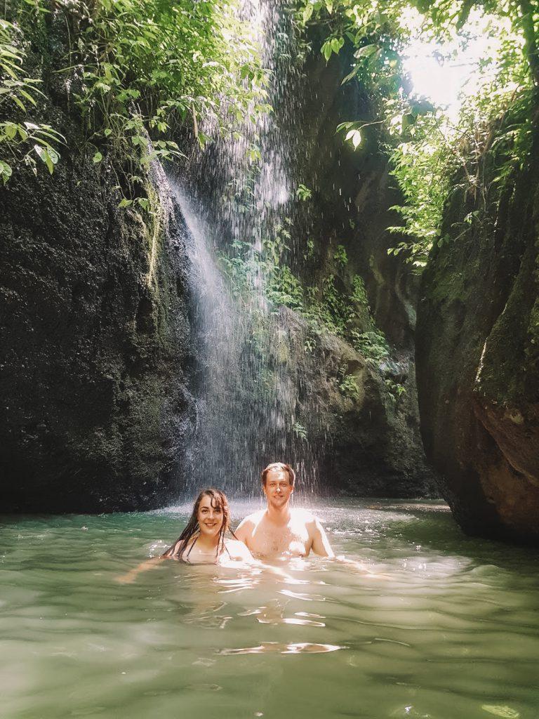 Zwemmen Canyon Goa Rang Reng waterval op Bali