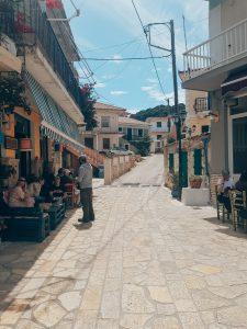 Keri straatje met cafés