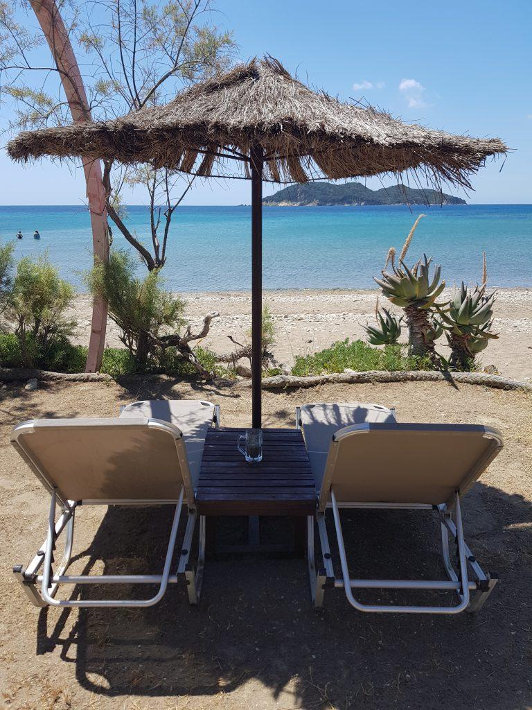 Dafni beach ligbedjes